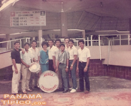 [Murga Santiaguena before a performance at the Lotery Square, Panama City, in 1985.]