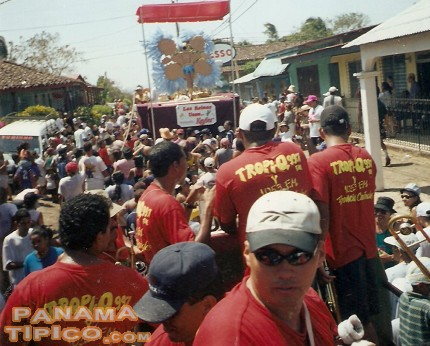 [Another view of the carnavales at Pedasi, 2002]