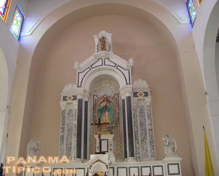 [Vista del Altar Mayor de la iglesia]