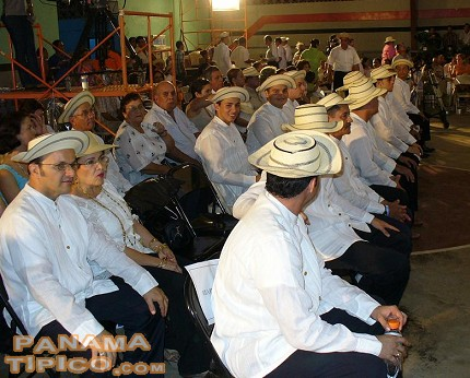 [Here we see some of the contestants of the sombrero and camisilla contests.]