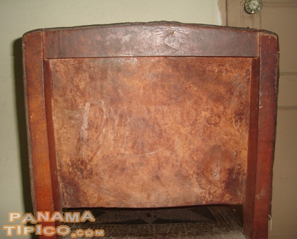 [This is the backview of the last picture. The rough, inner side of the leather can be seen. The owners sometimes uses this area to put a mark on the taburete, such as initials or numbers.]