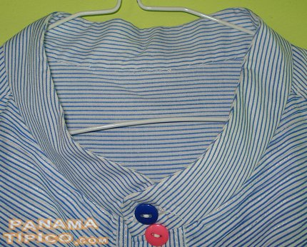 [This style of shirt has a chinese-type neck. Here is a closeup view of it.]
