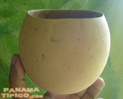 [This is a small totuma. It can be used as a drinking glass.]