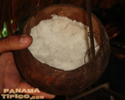 [Spices and powdered food items, such as salt, are sometimes stored in totumas.]