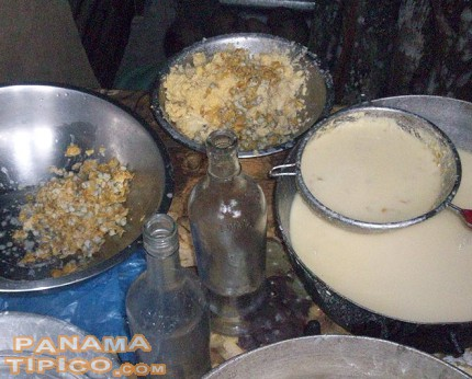 [Sugar or sugarcane honey is added to the pulp. Then, either flour or grounded tender corn is added to the mix. In the first case, the resulting dish will be pesada. In the second, it will be mazamorra.]