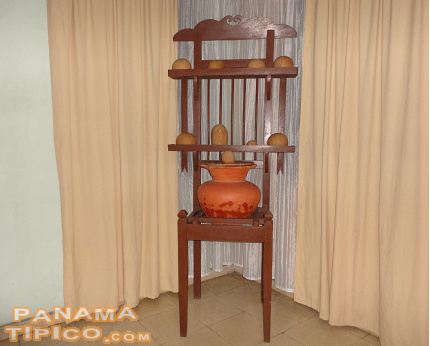 [The tinaja and its base are an unavoidable part of the countryside home's furniture.]