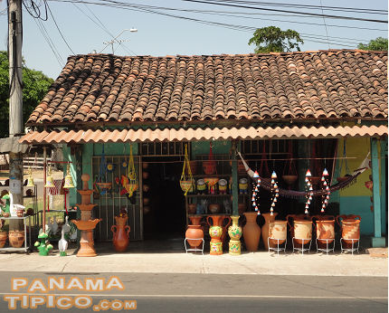 [The town is also famous because of numerous shops offering locally produced pottery and ceramics.]