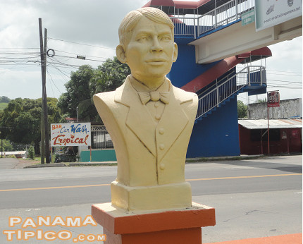 [At the western end of the town, there is a park that features several monuments. One honors General Victoriano Lorenzo, hero of the One Thousand Days War, that took place right before Panama's independence from Colombia.]