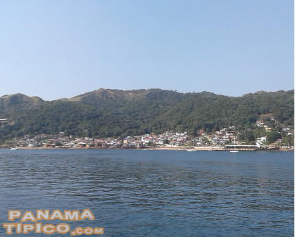 [The town of San Pedro de Taboga, as seen from the approaching boats.]