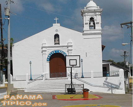 [One of the main tourist attractions of Taboga is its historic church.]