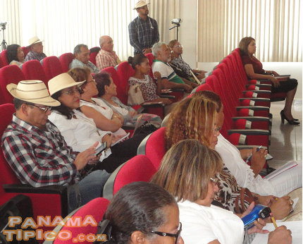 [People from all over Panama attended in order to learn about Panamanian music heritage.]