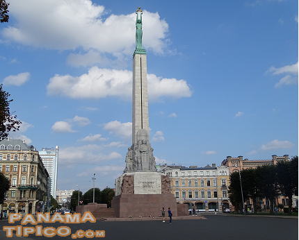 [In this area, the main attraction is the Liberty Monument. It celebrates the long struggle for Latvian independence.]