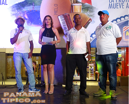 [The young entrepreneurs from Fortaleza Tours also received awards in the event.]