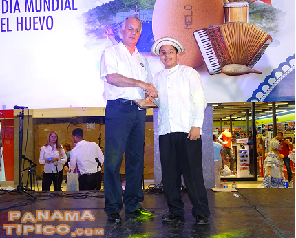 [Romel Lopez, who won the accordion contest at Guararé, also received an award by Melo.]