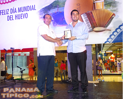 [Another musician, Dante Batista, received a prize during the event. Melo representative, Mr. Victor Zarate, handed him the award.]