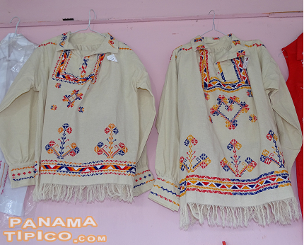 [Traditional handicrafts have a important place at this fair. One of the most popular are the montuno attire for men.]