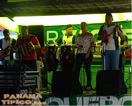 [As in every event in the countryside of Panama, our folk music is also present.]