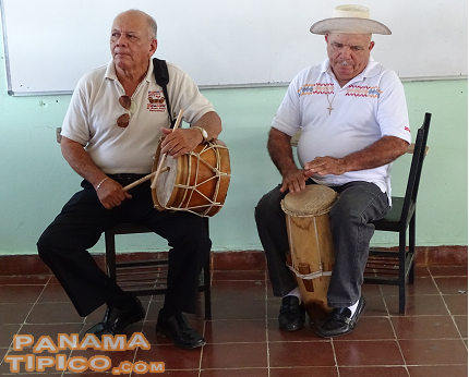 [The workshop was organized by the Foundation for Culture and Folklore, lead by Mr. Olmedo Carrasquilla Alberola, left.]