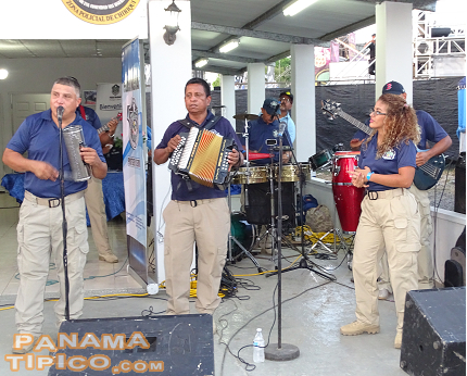 [This band from the National Police played our traditional music for the fair visitors.]