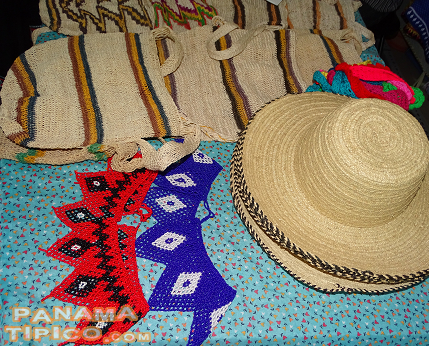[Other handmade articles such as woven bags, chest decorations and traditional hats were displayed at fair stands.]