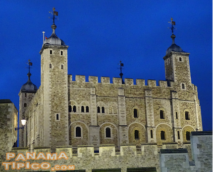 [Near the bridge, there is the Tower of London, the last monument visited before returning to Panama.]