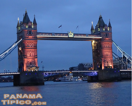 [At the end of the day, we reached the Tower Bridge, another famous monument in London.]