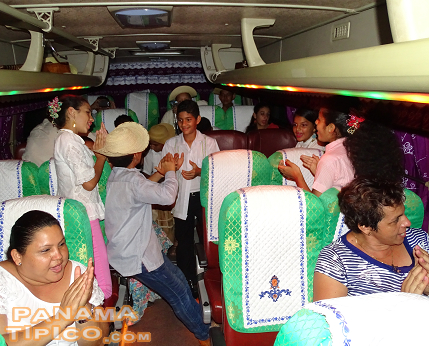 [After the show, the kids and their mothers celebrated singing a happy tamborito during the bus trip back to Guarare.]