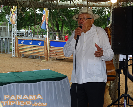 [Mr. Juan Andres Castillo, renowned mejorana player, was also present at the event. He was recently awarded by Melo as a Panamanian Folklore Value.]