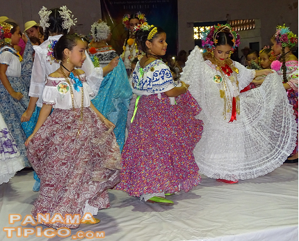 [The event begins with the participation of all girls younger than fifteen years old. They are invited to go to the stage, so that their love of their heritage can be displayed to the public.]