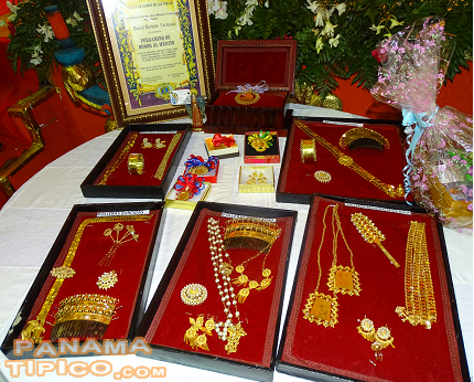 [The four best polleras on each category receive beautiful and traditional jewels.]