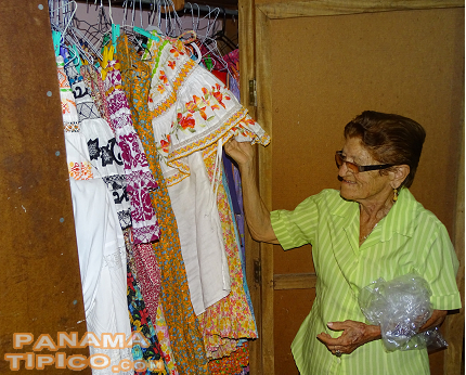 [For understanding the tourism aspect of the project, we visited some pollera makers at Santo Domingo.]