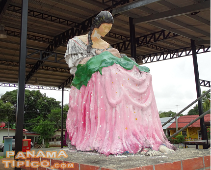 [As in many cities and towns in Panama, Rio de Jesus also features a Monument to the Mothers.]
