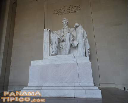 [El Monumento a Lincoln se encuentra al final del National Mall.]
