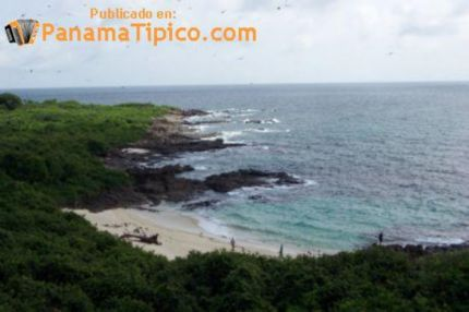 [El Faro Beach, one of the small, secluded beaches in the island]