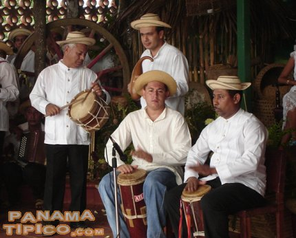 [Each contestant is accompanied by traditional instruments during the performances.]