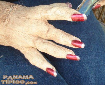 [Look at the quality of the nails of this dummy!]